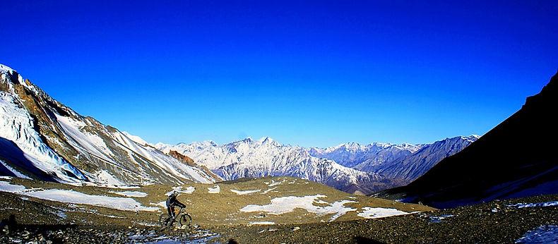 Cycling toThorong La pass, Annapurna, Nepal