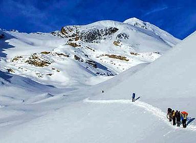 Trekking in snow to Thorong La Pass, Annapurna, Nepal