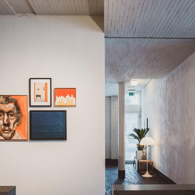 pilar room