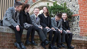 brighton-college-pupils-on-wall-values.j