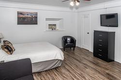 Room 6 - Queen Bed