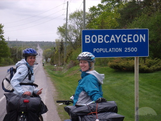 bikers-riding-into-bobcaygeon-kawartha_l