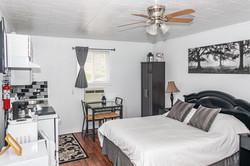 Room 8 - Queen Bed