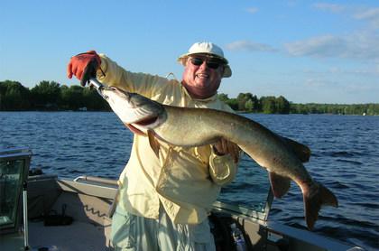 fishing-white-hat-man.jpg