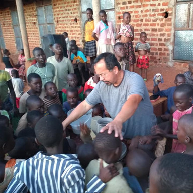 The Nissi Project Uganda Photo Nolan Windholtz and smiling man