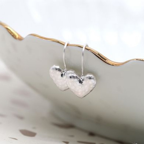 SILVER PLATED HAMMERED HEART EARRINGS
