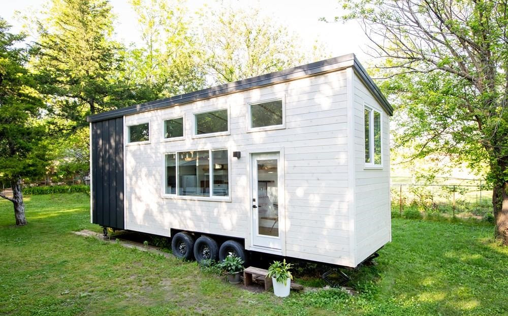 #tinyhouse #tinyhome #tinyhousemovement #tinyliving #cabin