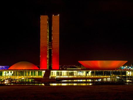 Construções arquitetônicas ganham iluminação especial e alertam sobre prevenção cardiovascular
