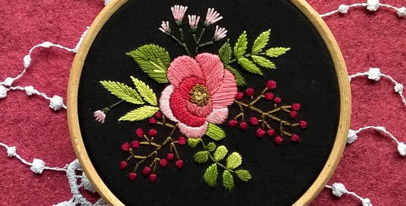 """Kit de broderie traditionnelle  - """"bouquet églantine"""" noir"""