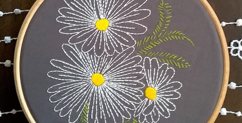 kit de broderie traditionnelle - Marguerites 2 grise