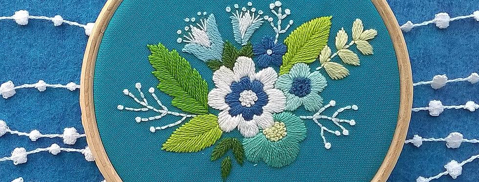 """Kit de broderie traditionnelle """"bouquet bleu"""""""