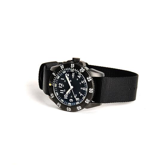 帶GTLS t的MWC P656戰術系列手錶(黑色/白色)