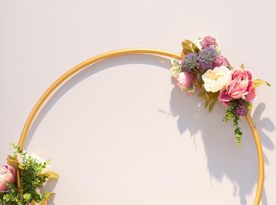 Unser selbstgebastelter Blumenkranz! Our self made floral wreath!