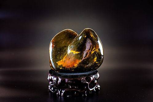 K041  天然緬甸琥珀原石擺件    428g      RMB2628.00