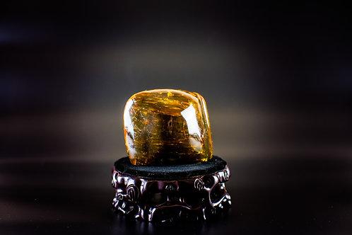 K028  天然緬甸琥珀原石擺件 270g         RMB1660.00