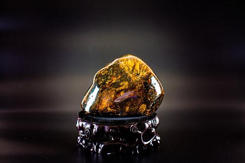 K040  天然緬甸琥珀原石擺件 439g         RMB2698.00