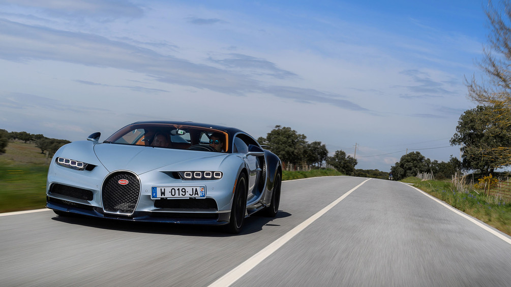 2017-bugatti-chiron-first-drive (4).jpg