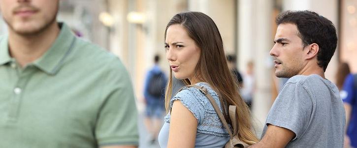 Mujer-mirando-a-otro-hombre-1021x580.jpg