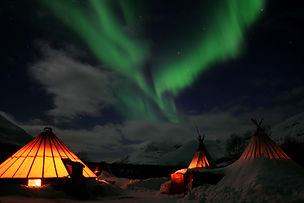 camp_tamok_aurores_boréales.jpg