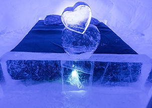 snowhotel-2071404_640.jpg