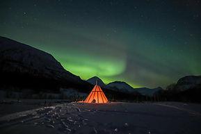 camp_tamok_aurores_boréales_lavuu.jpg