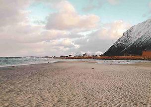 plage_senja_montagnes