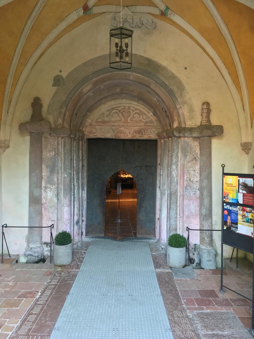 Portão de entrada na Igreja da Ilha das Mulheres