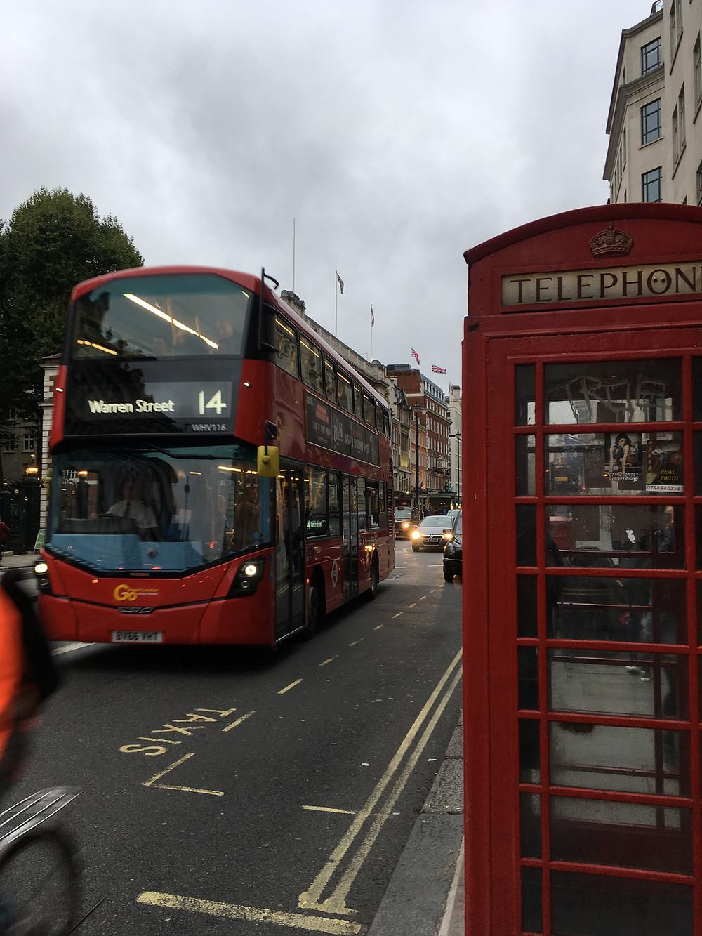 Os clássicos ônibus ingleses