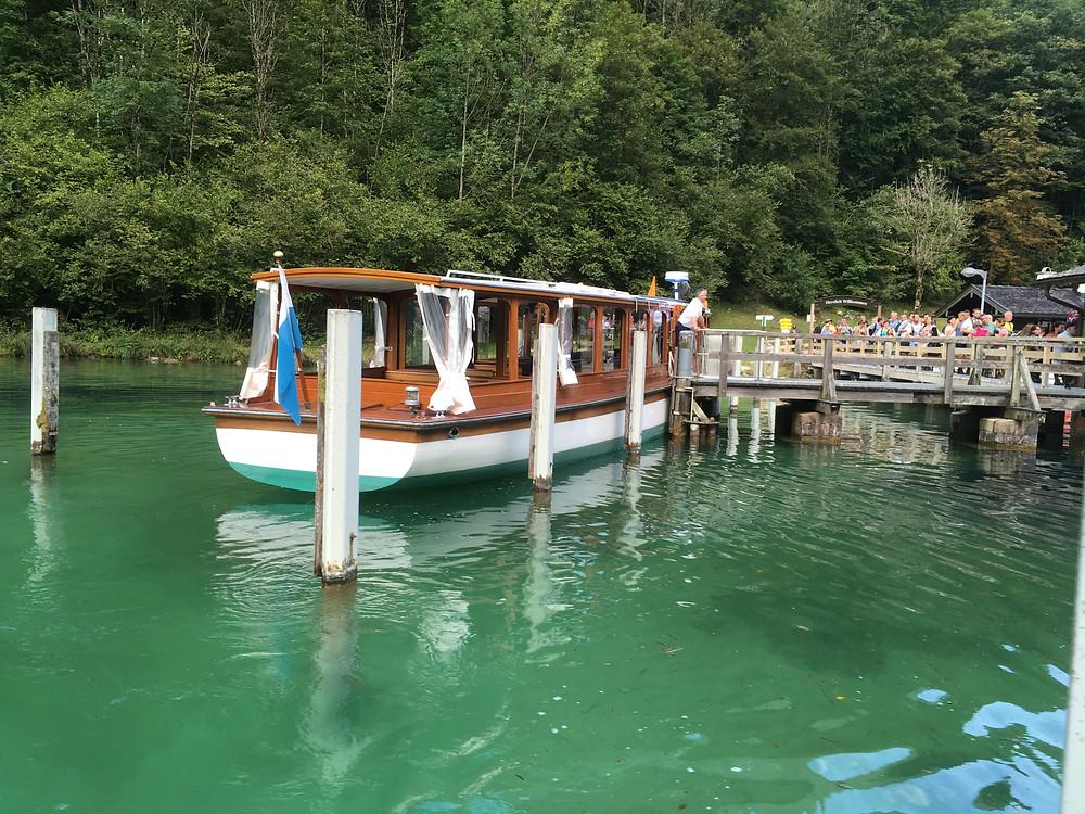 Barcos elétricos para travessia no Königssee,