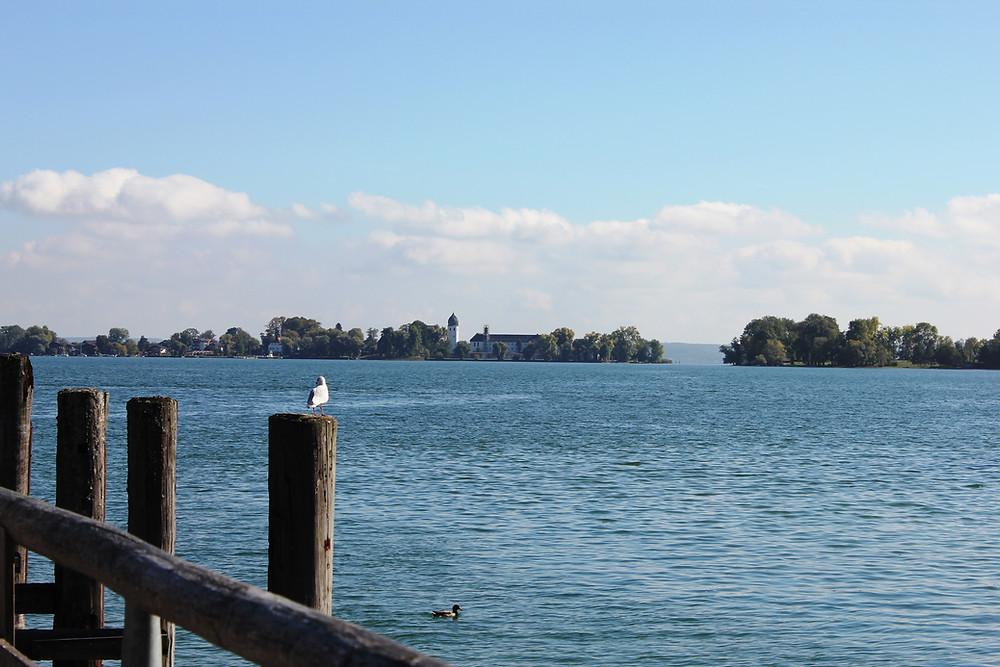 Avistando a a ilha Fraueninsel