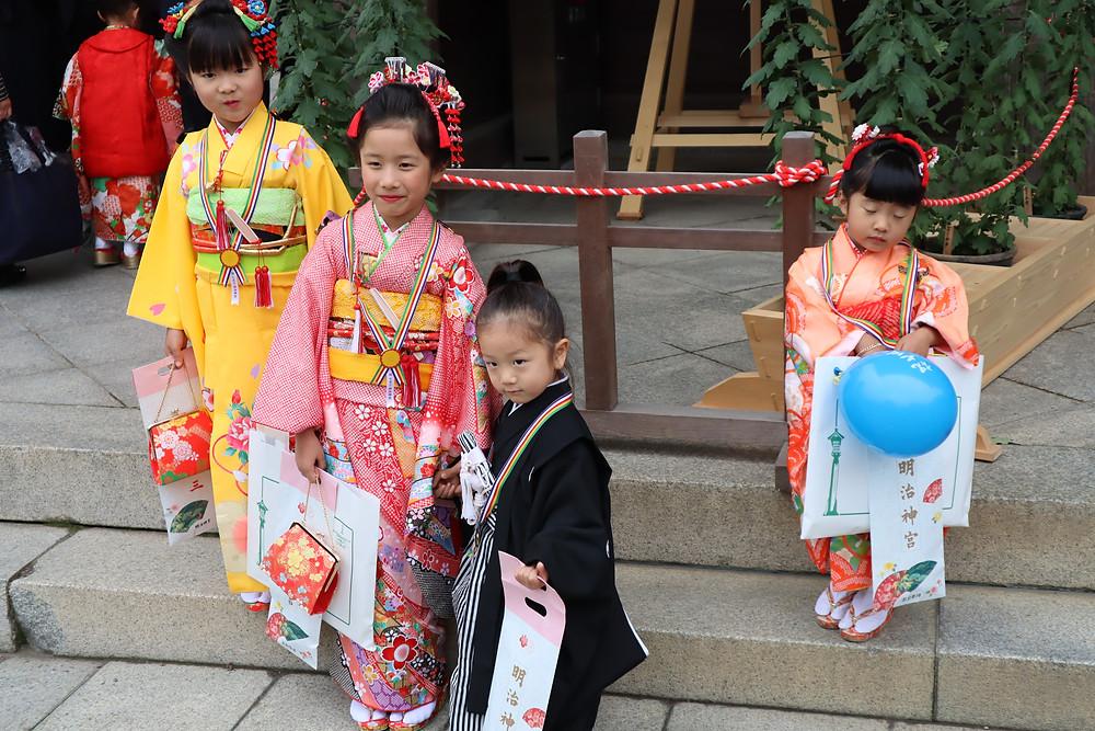 Crianças no santuário Meiji