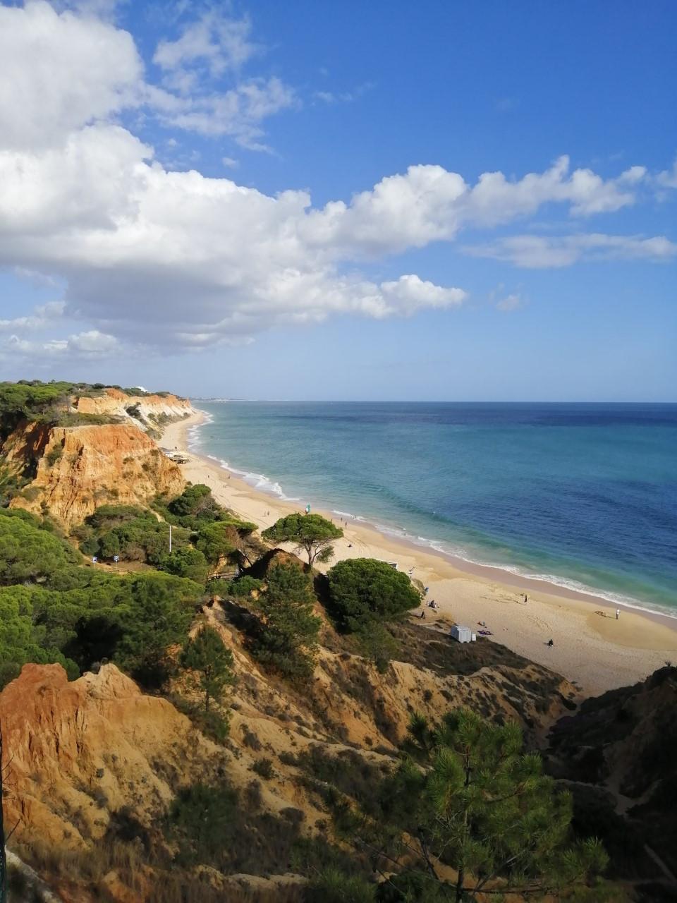 A Praia da Falésia no Algarve