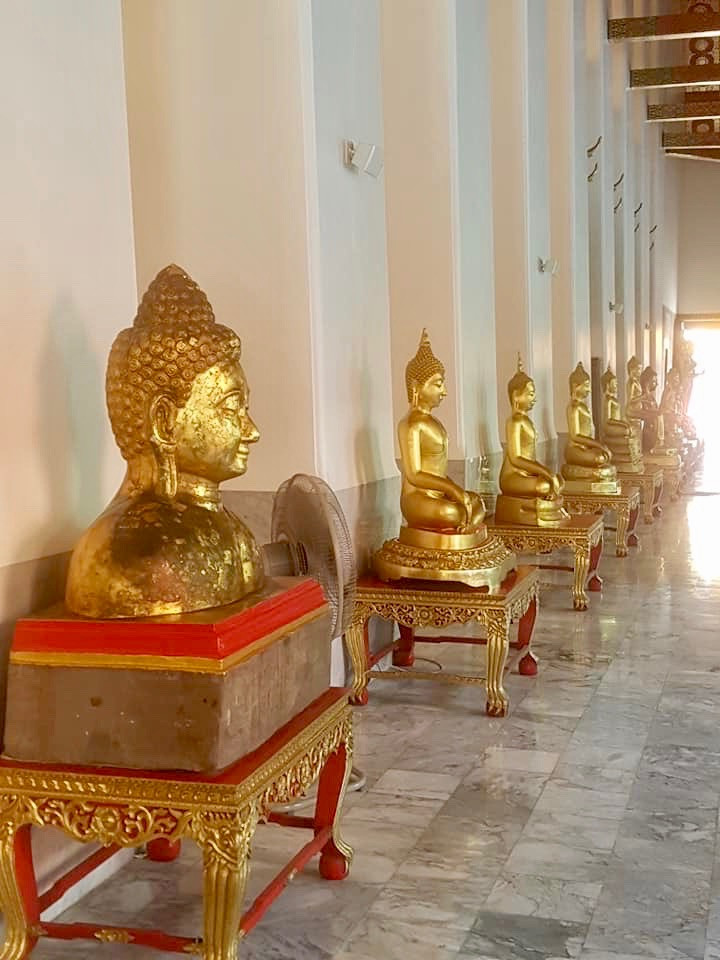 Milhares de Buddha em Wat Pho