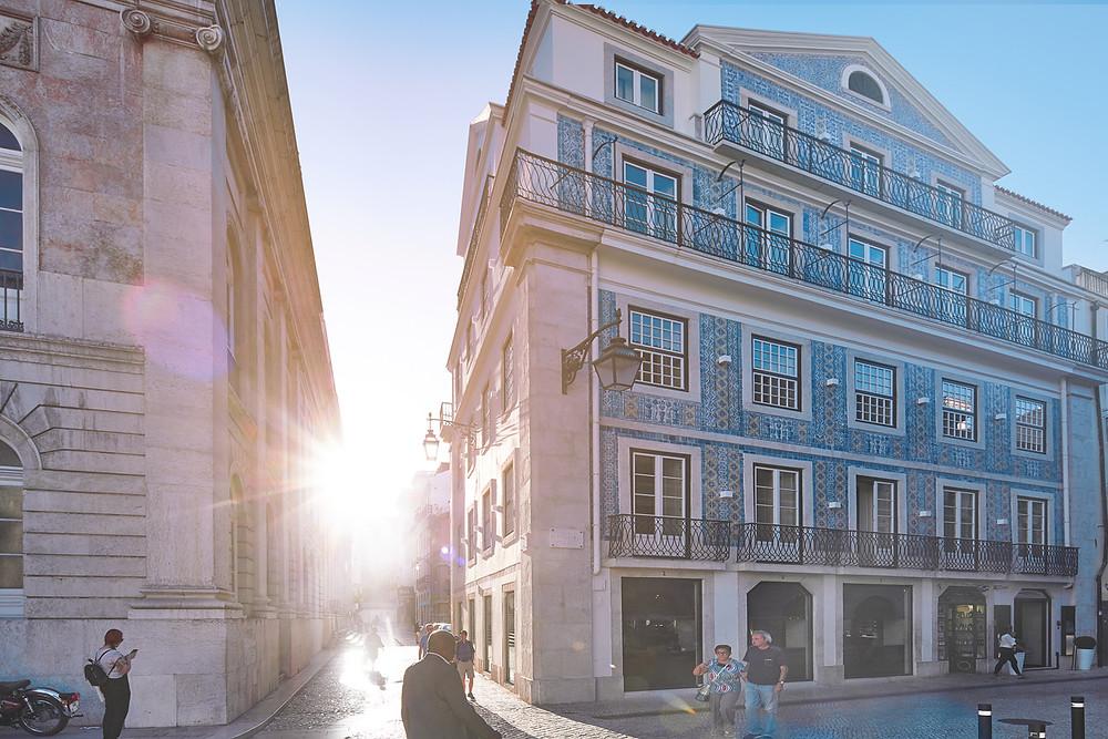 Fachada de azulejos do Hotel O Artista no Chiado