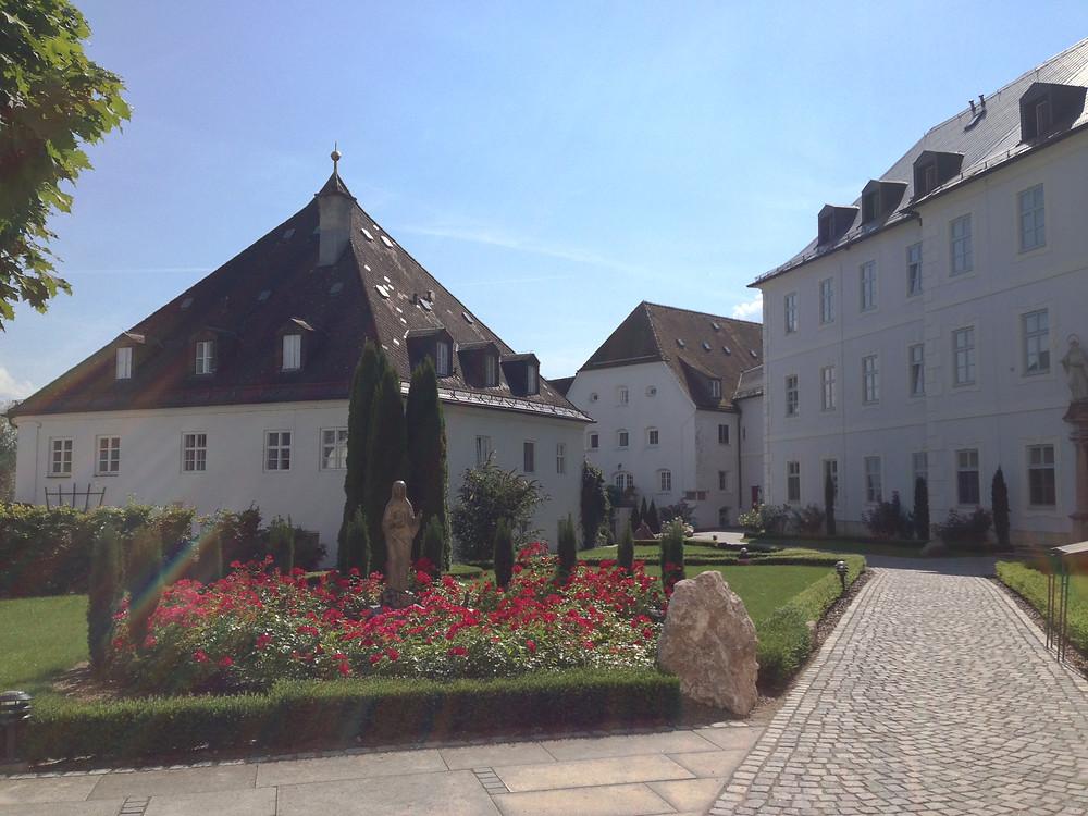 Kloster Frauenwörth na ilha das Mulheres