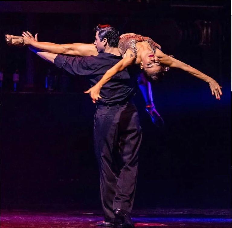 Bailarinos dançando tango