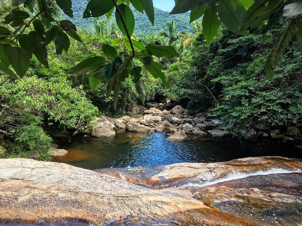 Poço de água na cachoeira