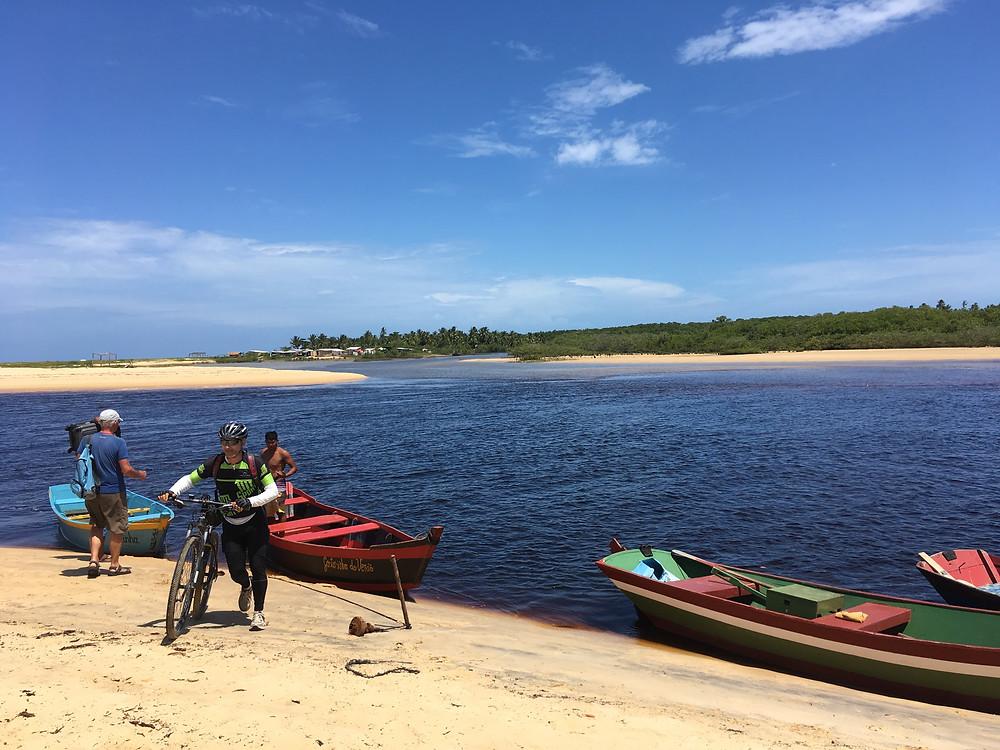 Rio Corumbáu-Do rio pra cá é uma reserva Pataxó, do rio pra lá uma reservacaiçara.