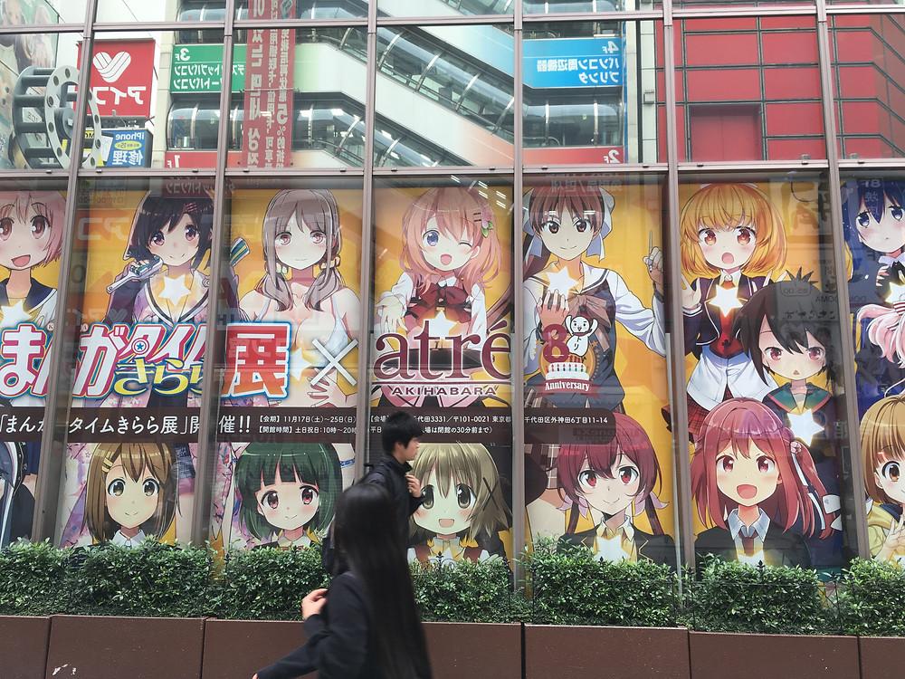 Lojas de eletrônicos e animes em Akihabara