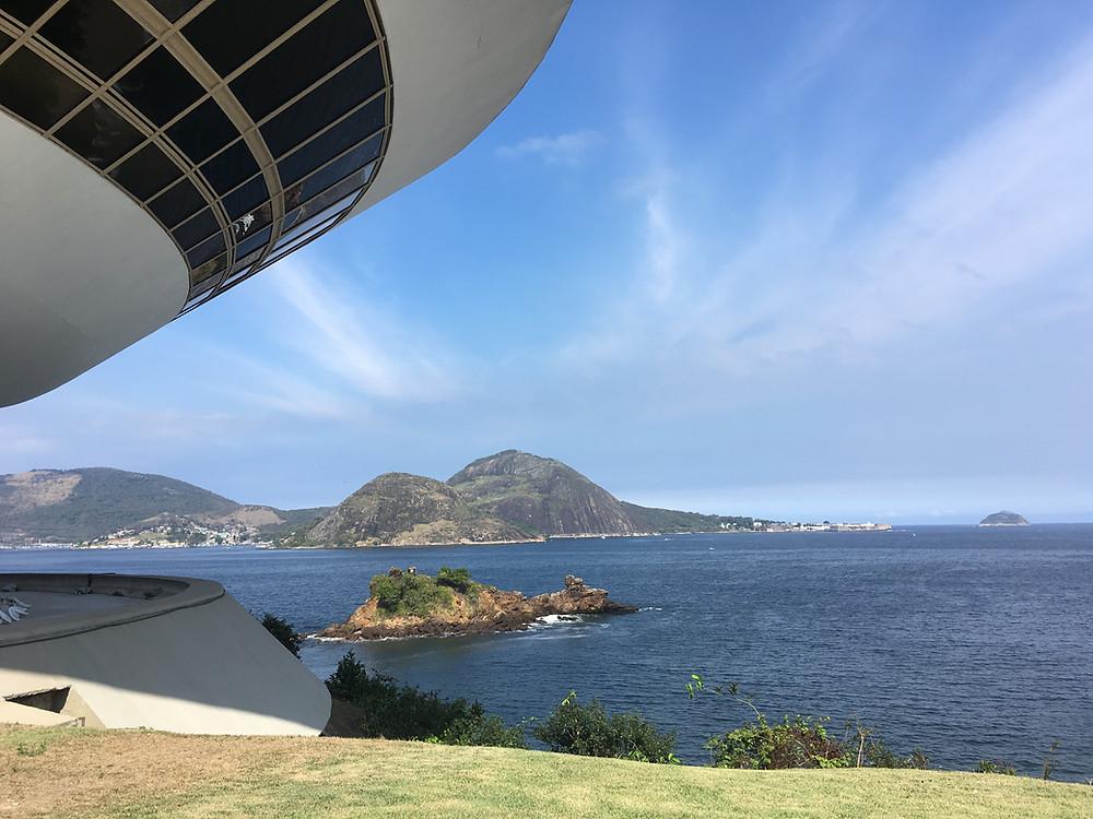 A arquitetura de Niemeyer e as belezas naturais