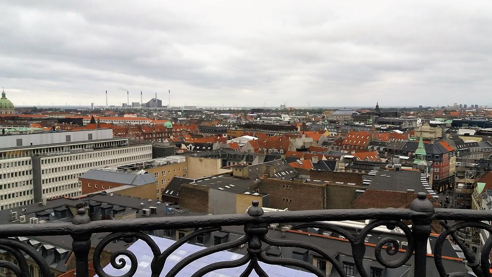 """Vista da cidade do alto da """"Rundetaarn"""" (Torre Redonda), torre e observatório, uma construção do século XVII"""