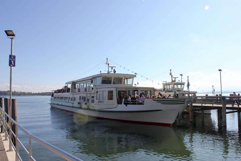 Barco para as ilhas no Chiemsee
