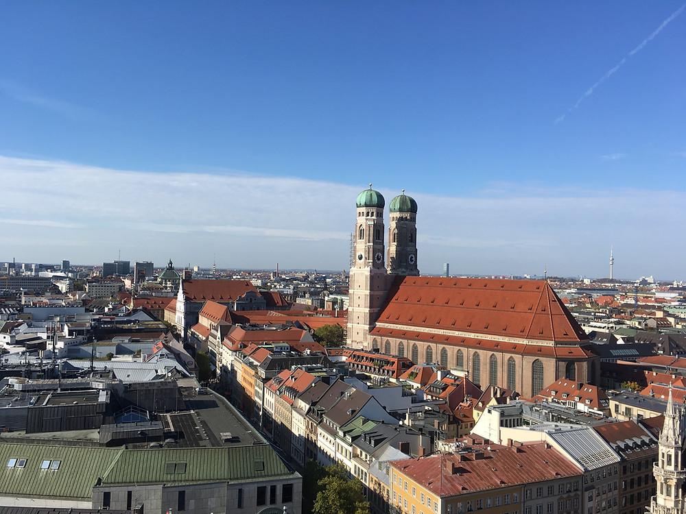 Vista espetacular da Frauenkirche, Munique