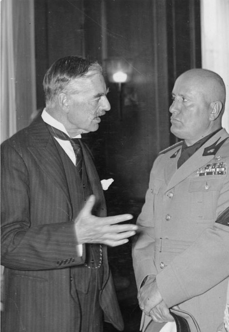 Neville Chamberlain speaking to Benito Mussolini, at the Munich Conference, 1938.jpg