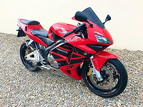 HONDA CBR 600RR - LOW MILES AND OWNERS