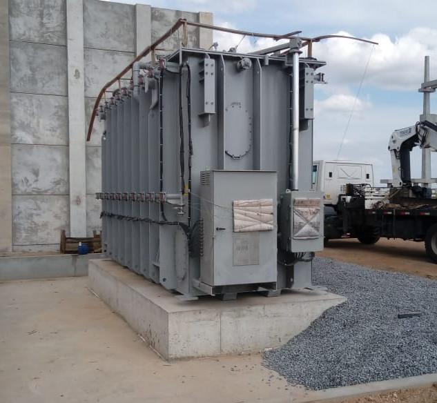 Remoção, carga e descarga de transformadores