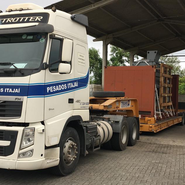 Transporte de transformadores em containers