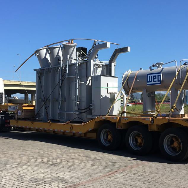 Transporte de transformador com carreta prancha rebaixada