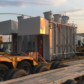 Transporte de transformador com carreta pancha rebaixada