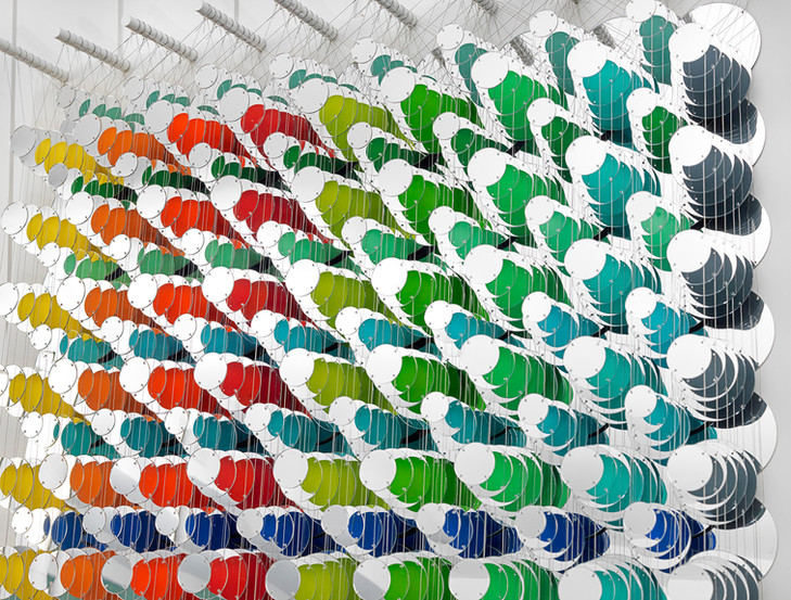 Cecilia Glazman Reflections II 2018 Espejos colores e hilo de acero (Mirrors, colors and steel wire) 100 x 100 cm.